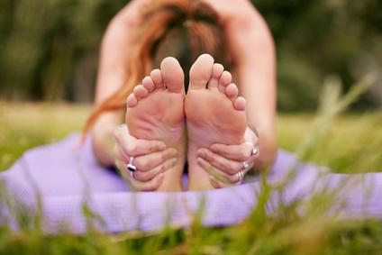 Nina Hrkalovic zeigt dir, wie Yoga dir dabei hilft Loslassen zu lernen. Besuche mich auf www.ompure.de und erhalte Tipps, wie du mehr Leichtigkeit in dein Leben bringst.