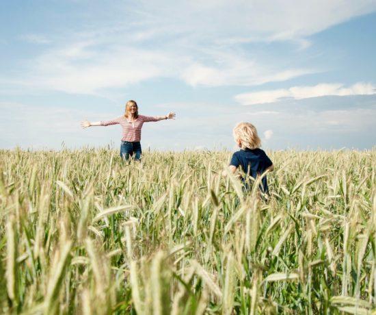 Auf www.ompure zeige ich dir, wie du durch Techniken aus Yoga, Meditation und Mindset mehr Gelassenheit in deinen Alltag bringst.