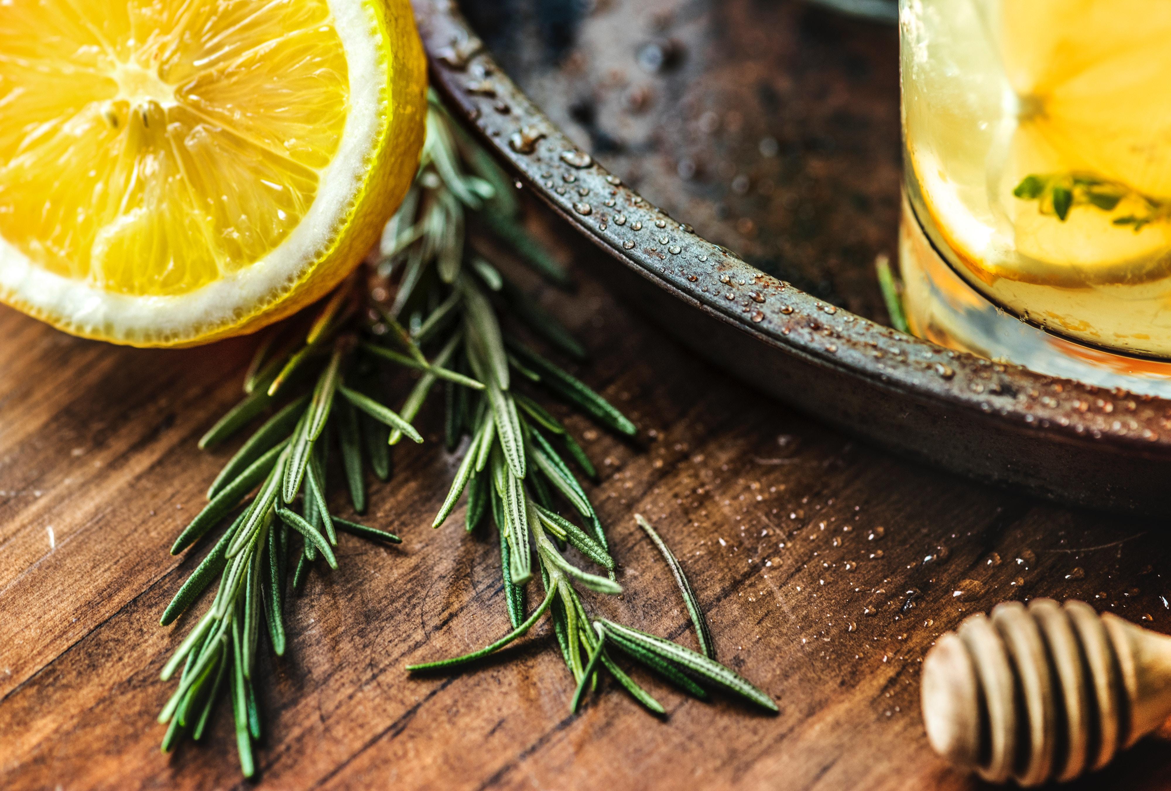 Nina Hrkalovic erklärt dir, wie du Entspannung durch ätherische Öle gewinnst. Besuche mich auf www.ompure.de und erhalte Tipps, wie du mehr Gelassenheit in dein Leben bringst.