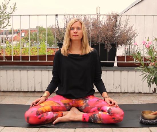 Geführte Meditation für erholsamen Schlaf. Besuche mich auf www.ompure.de und erhalte Tipps, wie du weniger Stress und mehr Entschleunigung in dein Leben bringst