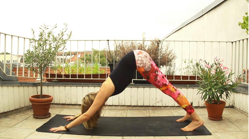 Besuche mich auf www.ompure.de und erhalte Tipps, wie du durch Yoga mehr Energie und weniger Stress in dein Leben als Mutter bringst.