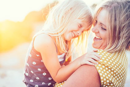 Finde auf www.ompure.de Inspirationen und Übungen, wie du loslässt und dadurch mehr Energie in dein Leben als Mutter bringst.